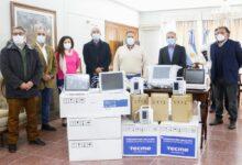 """Photo of El gobernador Ricardo Quintela entregó equipamiento médico al Hospital """"Herrera Motta"""" de Chilecito"""